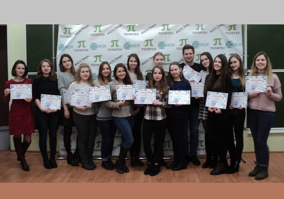 Вручение дипломов и сертификатов студентам
