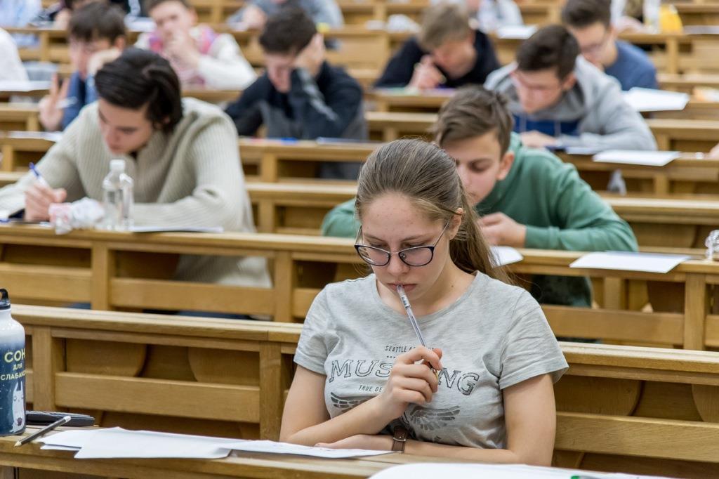Продолжается запись школьников 10-х и 11-х классов на подготовительные курсы.